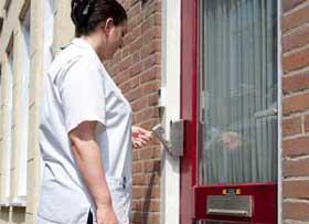Ouderen & Gehandicapten: Zorgverlener opent Sleutelkluis met algemene sleutel